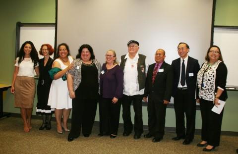 """Oficina de Relaciones de Inmigrantes entrega los premios """"Faro de Luz"""" a quienes luchan en favor de los inmigrantes"""