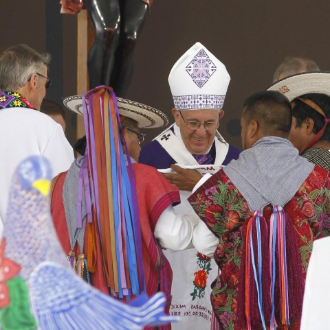 Pope offers apology to Mexico's indigenous peoples