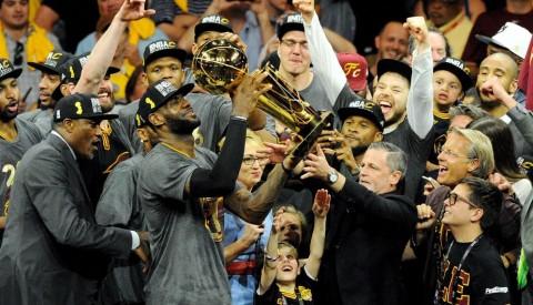 Cavaliers vencen 93-89 a Warriors y campeonan en la NBA