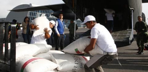 Comienza puente aéreo para llevar alimentos al estado mexicano de Oaxaca