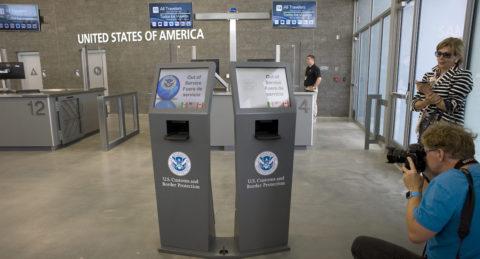 Presentan nuevo acceso peatonal en garita fronteriza que une EE.UU. y México