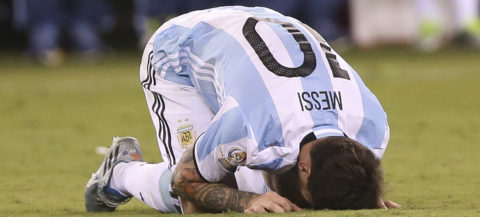 Pelé urges Messi to reconsider leaving Argentine national team