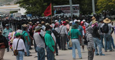 Mexican gov't warns striking teachers to end blockades