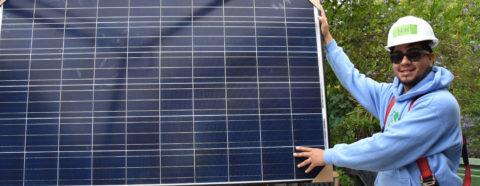 Informe revela energía renovable generó más de 25.500 empleos en California