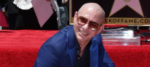 Pitbull desvela su estrella en Hollywood y reivindica a los latinos en EEUU