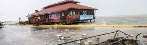Huracán Earl se degrada a tormenta tropical tras empapar Belice