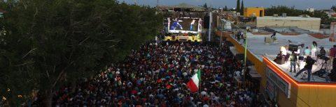 Entre rezos y canciones, los habitantes de Juárez recuerdan a Juan Gabriel