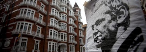 Ecuador says it blocked Assange's Internet link