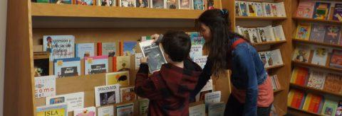 Campaña muestra documental sobre beneficios de lectura bilingüe en EE.UU.