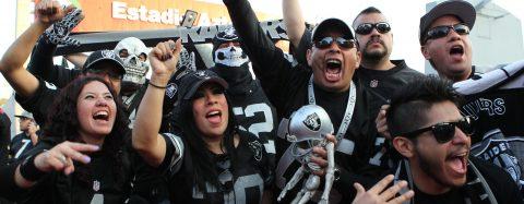 La NFL vivió una noche histórica ante 76.473 espectadores en el estadio Azteca