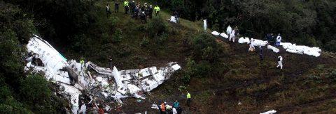 Rescatados 48 cuerpos del avión del Chapecoense accidentado en Colombia