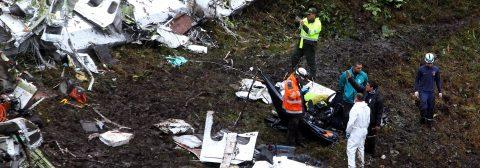 Chapecoense: Avión tenía combustible limitado y exceso de peso
