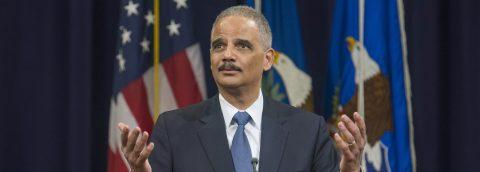 California contrata a Eric Holder para defenderse de ataques de Trump