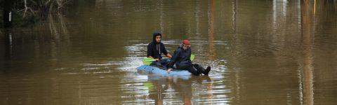 California en estado de emergencia por azote de tormenta de la década