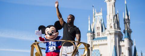 James White celebra la victoria de los Patriots con la magia de Disney en Orlando