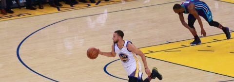 Stephen Curry comanda el triunfo de los Warriors y ganan 126-111 ante los Charlotte Hornets