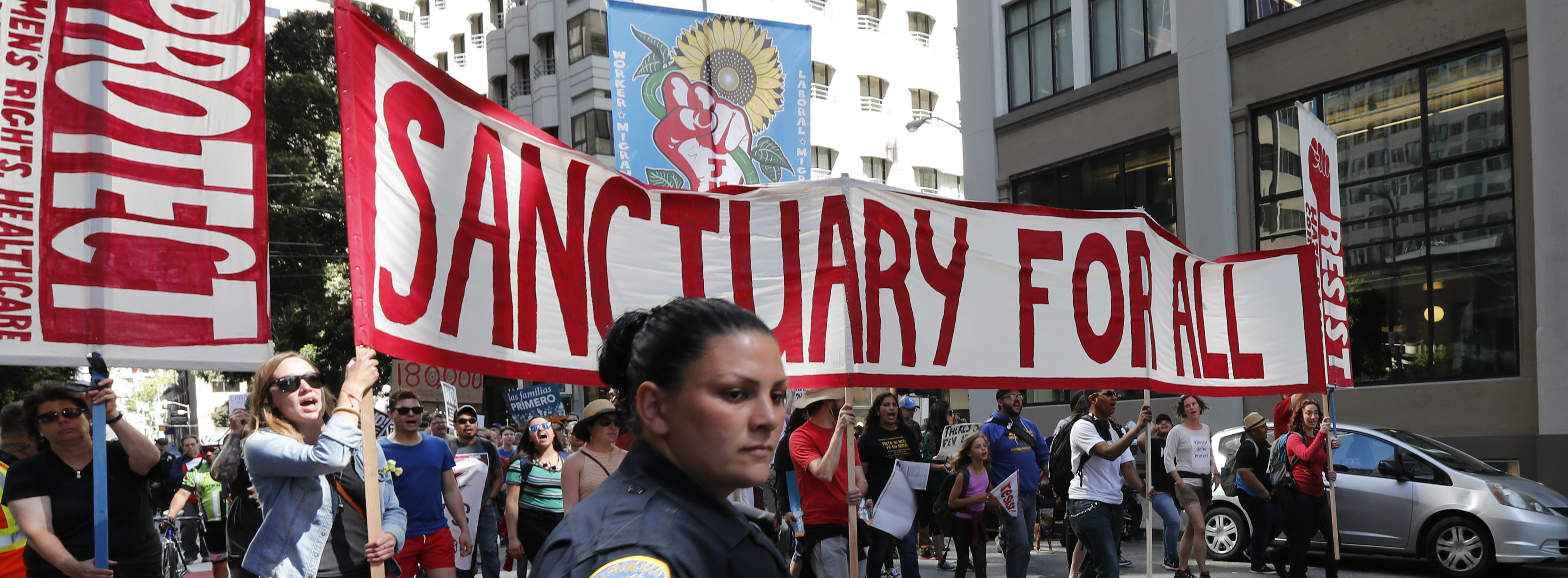 Thousands protest against Trump's immigration policies