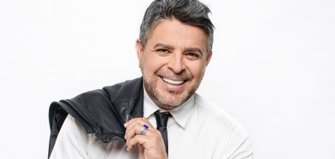Singer Luis Enrique seeks to inspire immigrants with his autobiography