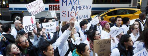 Casa Blanca pide no confiar a ciegas en informe sobre ley de salud del Senado