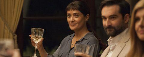 """Con una actitud provocativa, de diversión y Picardía, Salma Hayek y John Lithgow se unen en """"Beatriz at Dinner"""""""