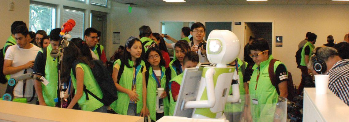 Niños y jóvenes mexicanos campeones en robótica en su país de visita en el Área de la Bahía