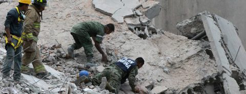 149 People killed in Mexico earthquake as military engages in rescue efforts