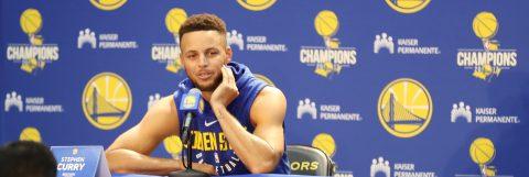 Curry fue multado con 50.000 dólares por lanzar un protector bucal contra un árbitro