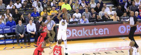 117-112. Warriors gana defendiéndose en un apretado final contra los Toronto Raptors