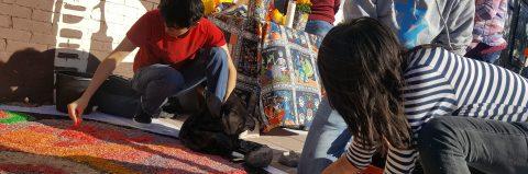 Defensores de inmigrantes recuerdan con altares a muertos en custodia del ICE