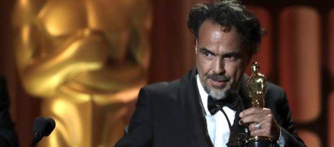 """Un """"emocionado"""" Iñárritu recibe el Óscar especial por """"Carne y arena"""""""