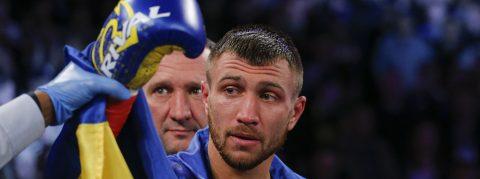 Lomachenko retiene título del peso ligero junior de la OMB, tras el abandono de Rigondeaux