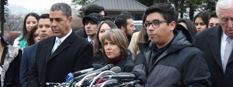 """Legisladores y """"soñadores"""" piden solución permanente tras bloqueo judicial"""