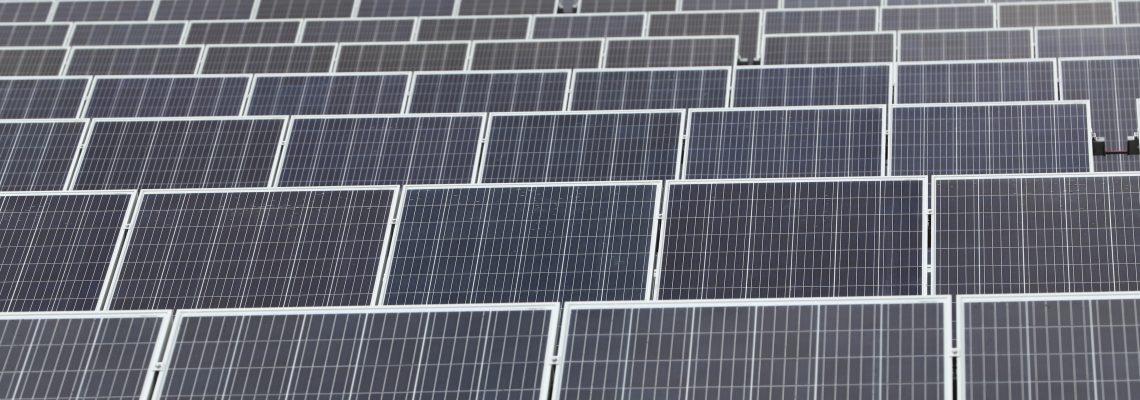 Trump impone un arancel del 30 % a las placas solares importadas