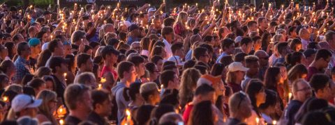 Thousands gather to mourn victims of Florida school shooting