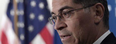 Becerra pide cambios al sistema de fianzas de California