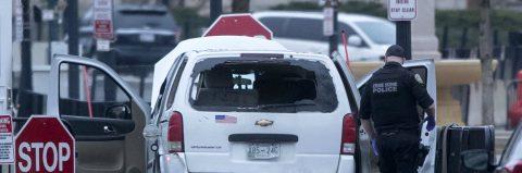 Un vehículo se estrella contra una barrera de protección de la Casa Blanca