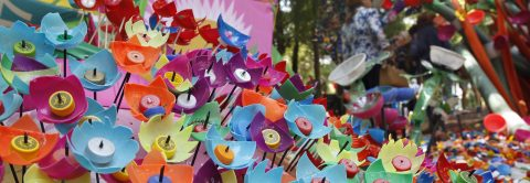 Artist constructs flowers with plastic waste to promote recycling in Mexico