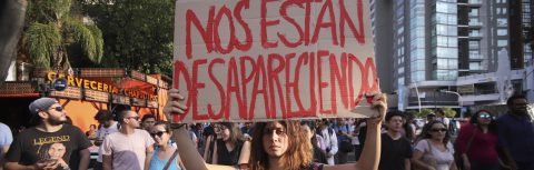 Sociedad cuestiona a fiscalía en caso de asesinato de estudiantes en México