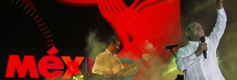 Legendary Mexican singer-composer Manzanero performs in Cuba