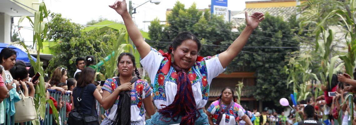 Unas 330 mujeres homenajean la tradicional tortilla mexicana con una carrera