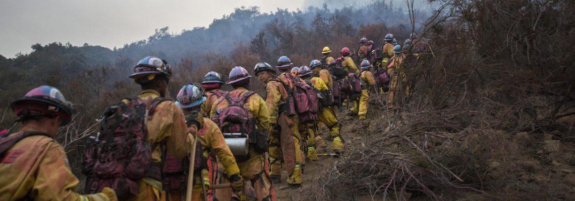 Con ataque desde aire aumenta control de peligroso incendio en California