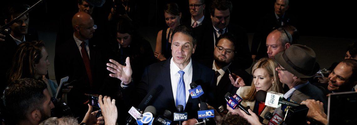 """Gobernador Nueva York vuelve a criticar a Trump y le llama """"antiamericano"""""""