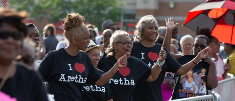 Thousands turn up to bid farewell to Aretha Franklin in Detroit