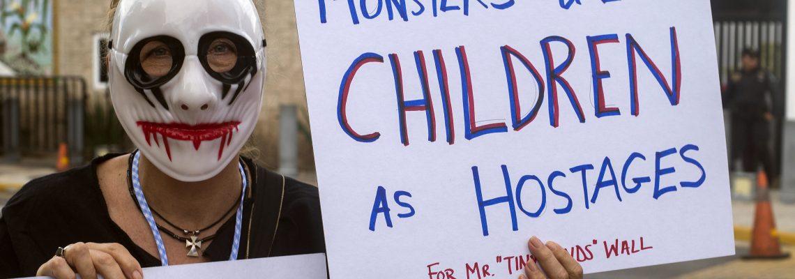 Sabraw niega petición de reunificar dos familias separadas en la frontera