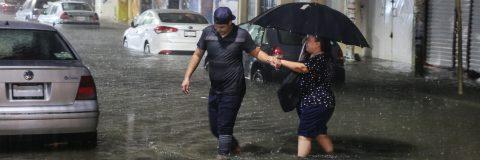 Rosa se convierte en huracán y favorece lluvias en el occidente de México