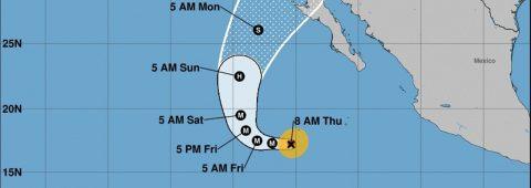 Rosa llega a huracán de categoría 4 y deja lluvias en noroeste de México