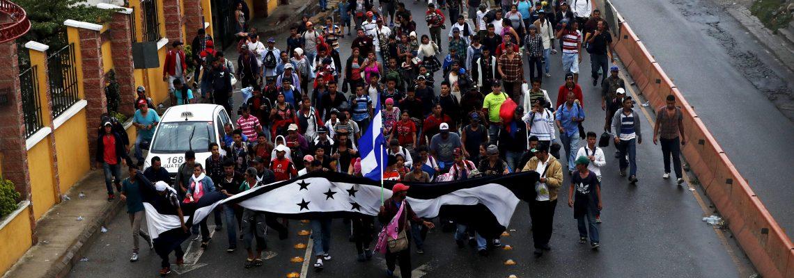 Llega a la frontera con México el primer grupo de la caravana migrante hondureña