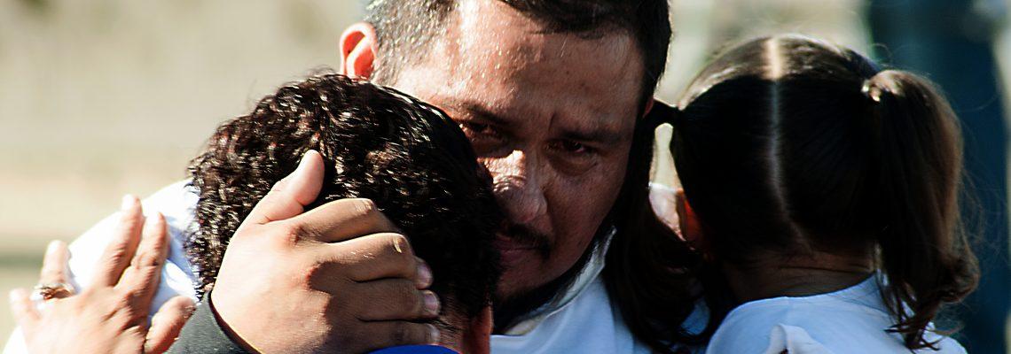 Juez Sabraw ordena acelerar proceso de asilo de varias familias separadas