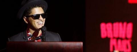 Bruno Mars acelera el ritmo de la F1 con un vibrante espectáculo en Texas