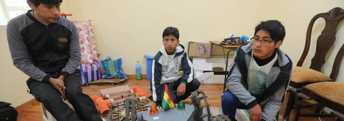Three Young Bolivians win robotics competition in Spain